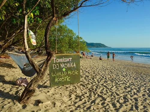På baren Banana Beach kan man lyssna på musik, bada och se solen gå ner.