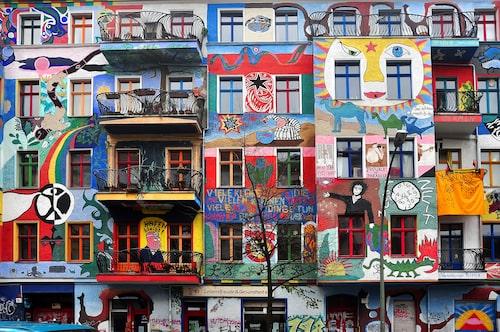 Berlin är en populära stad bland graffitiartister, vilket märks tydligt både här och där.