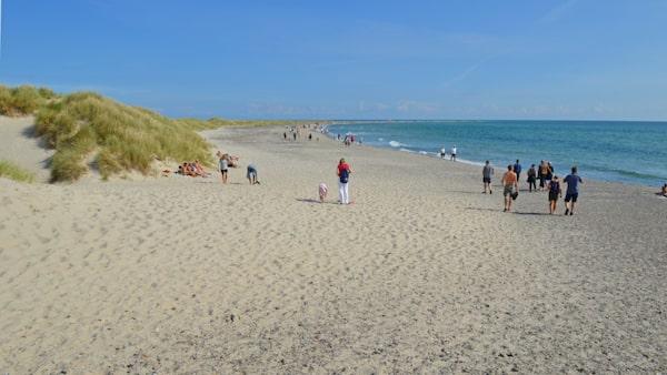 Vid stranden Grenens smala spets möts Skagerrak och Kattegatt.