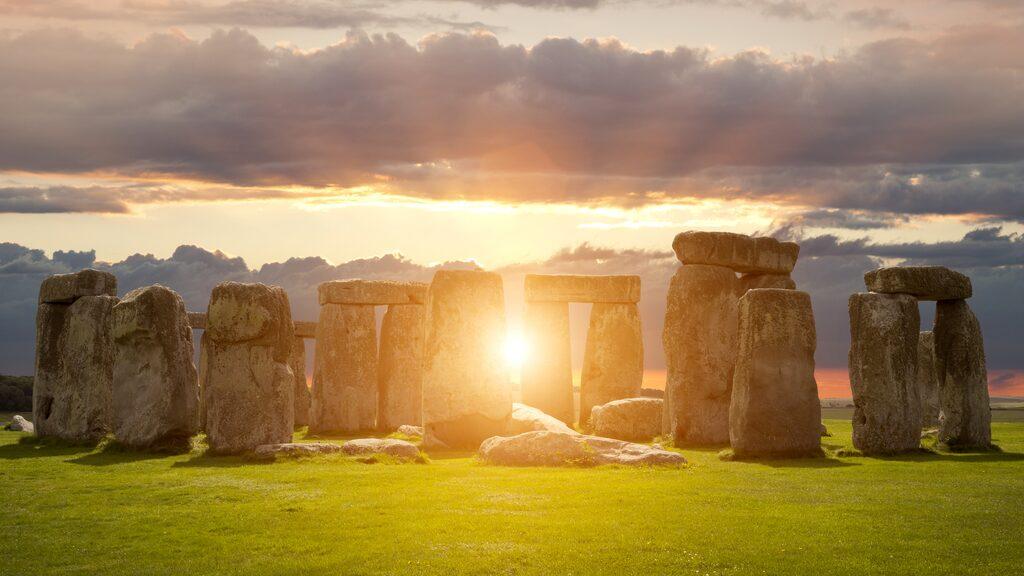 Stonehenge i solnedgång.