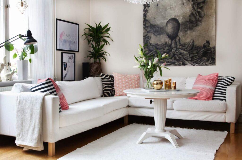 Hörnsoffan Karlstad från Ikea, 11 495 kronor. Finns i flera färger och utformningar.