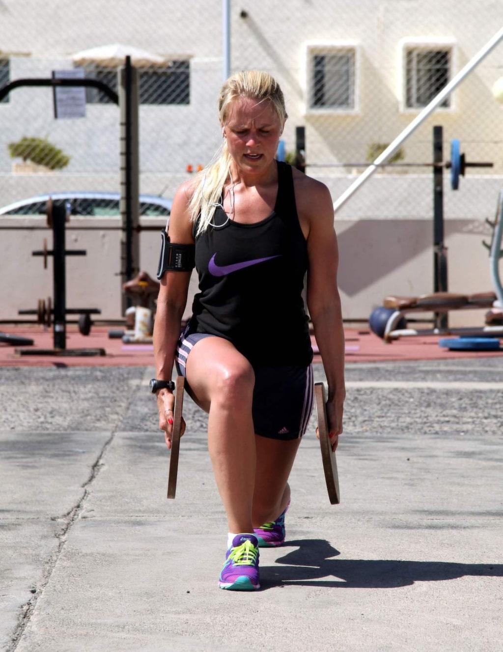 Vissa veckor har specialteman med inhyrda träningsprofiler.