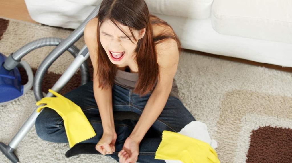 Det räcker inte med att ta sopborsten och dammsugaren och städa och sen sätta in städprodukterna i skåpet igen. Du måste rengöra rengöringsprylarna också,