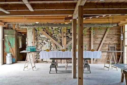 Ladan är både charmig och romantisk och är perfekt tillhåll för både middagsbjuding och fest.