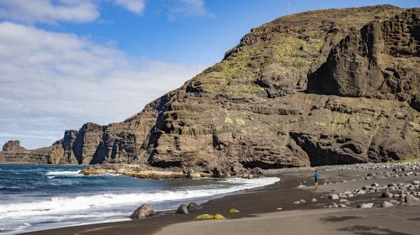 Playa de Guayedra har svart vulkansand.