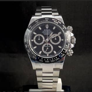 En klocka av den här modellen beslagstogs från Alexander Ernstberger. Värde  lågt räknat  110 000 kronor. d09107a12b425