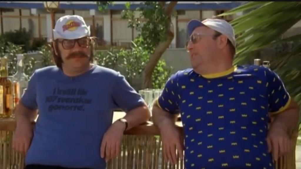 Svenskar klär sig slarvigt och utan finess på resan. Inget som bekymrar Robba och Berra i Sällskapsresan.