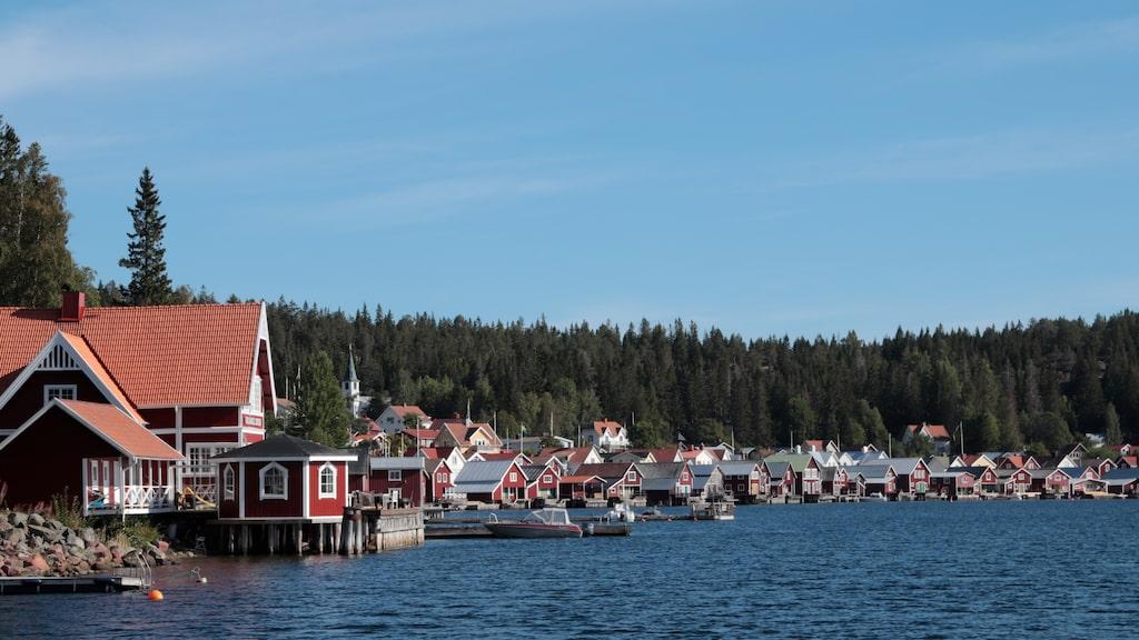 Ulvön res resor Höga kusten Text och foto: Cenneth Sparby hogspacen På Ulvön tillverkas det fortfarande surströmming, om än i mindre skala än förr
