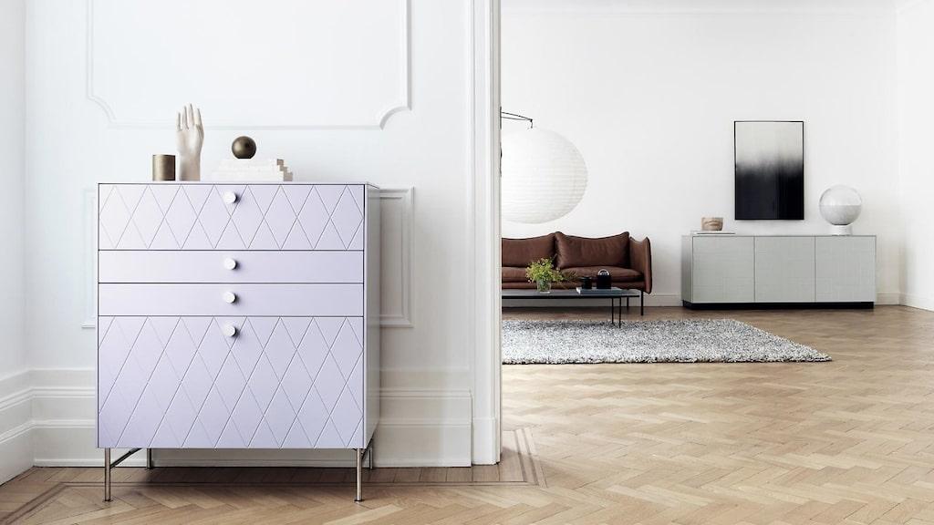 Superfront gör luckor och garderobsdörrar till Ikeas vanligaste skåpstommar och säljer även handtag, knoppar och toppstycken som man kan uppdatera sina gamla skåp med.