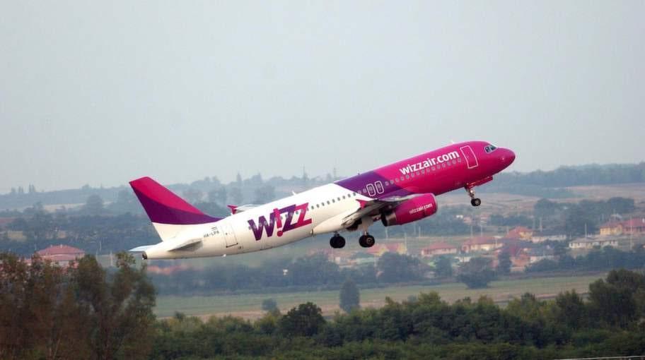 Wizzair: Fem försenade flyg och en betalning som aldrig drogs från kontot och resenärerna inte fick flyga.
