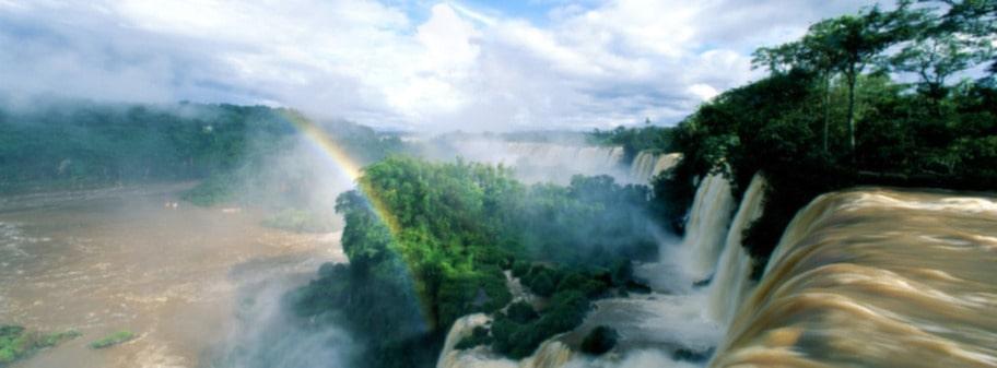 Iguazufallen mellan Argentina och Brasilien är nummer tre på listan över underverk.