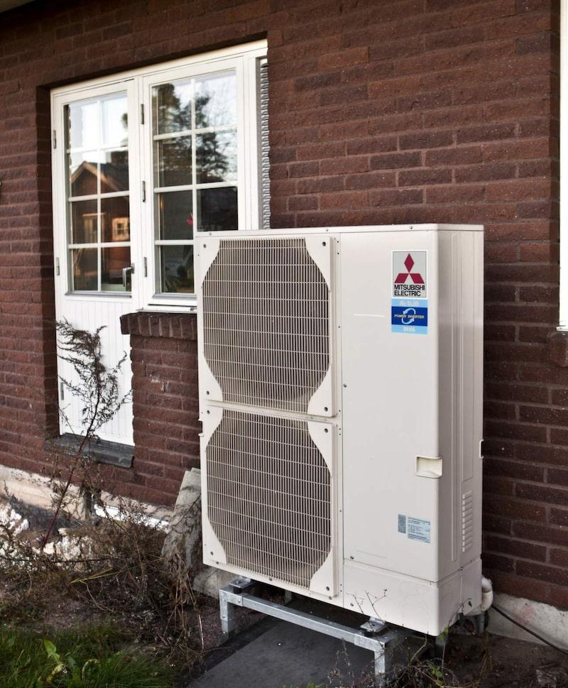 Luft/luft-värmepumpen tar till vara värmen i luften utanför huset.