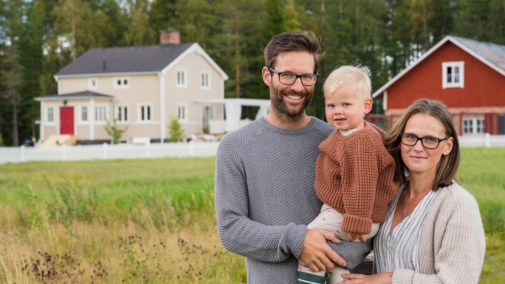 Fredrik och Ida hittade till slut sitt drömhus utanför Umeå – men det var mycket mer att renovera än de från början förstått.