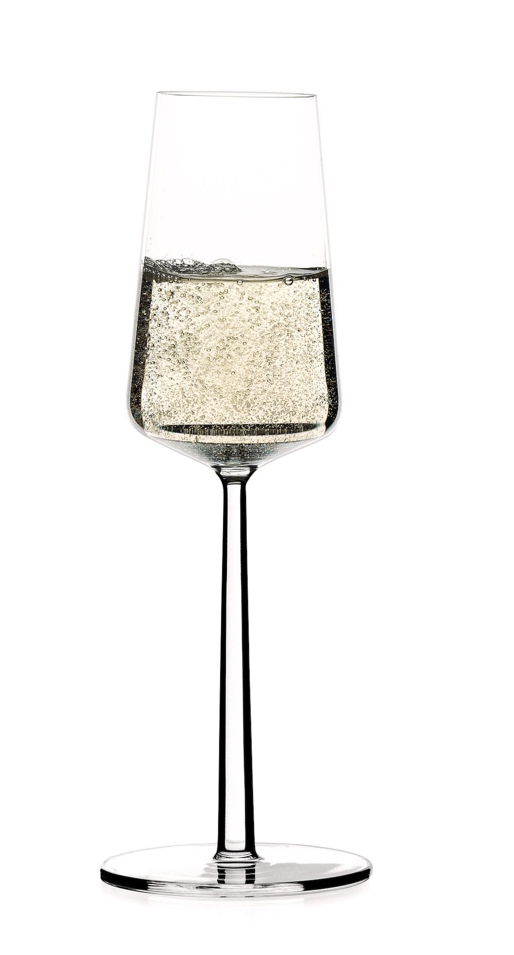 Essence champagneglas 2-pack, Iittala. Ordinarie pris: 299 kronor. Mellandagspris: 249 kronor.  Avänd koden XMAS.