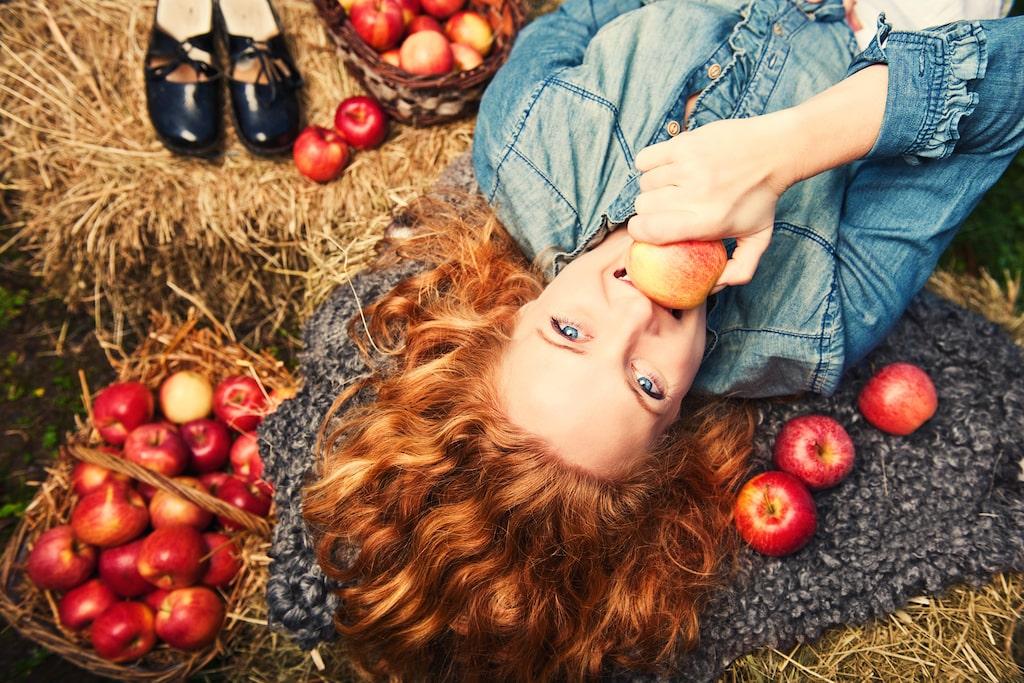 Sugen på gratis frukt eller vill du bli av med fallfrukt som ligger i trädgården och ruttnar snart?