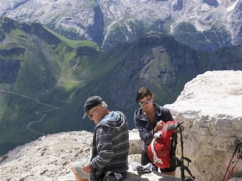 Via Alpina är en oumbärlig hjälpreda för dig som vill vandra på egen hand mellan bergshyttor.