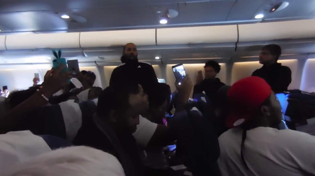 <p>Många var passagerarna som ville föreviga flygplanssången.</p>