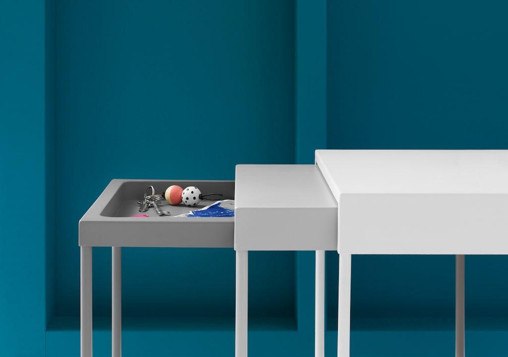 Granboda satsbord, 599 kronor för set om 3. Lackat stål och plast. Design: Jonas Hultqvist. L48×B33, H46cm. L48×B37, H48cm. L48×B40, H50cm.