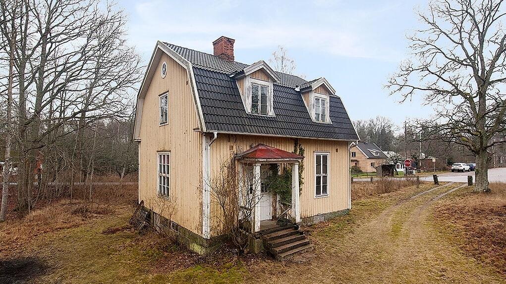 Gullaboås gamla skola i Tårsås som är till salu har anor från 1929.
