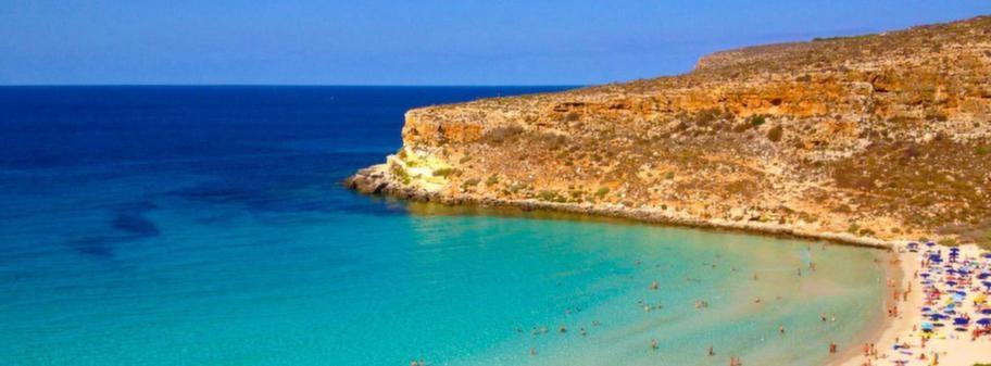 Rabbit Beach ligger på Lampedusa som är en liten italiensk ö mellan Sicilien och Nordafrika.