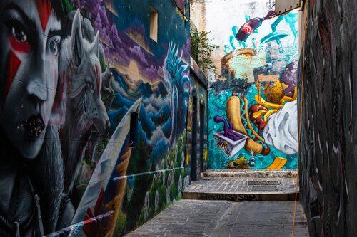 I emigrantkvarteren Le Panier i Marseille är graffitiinslaget stort.