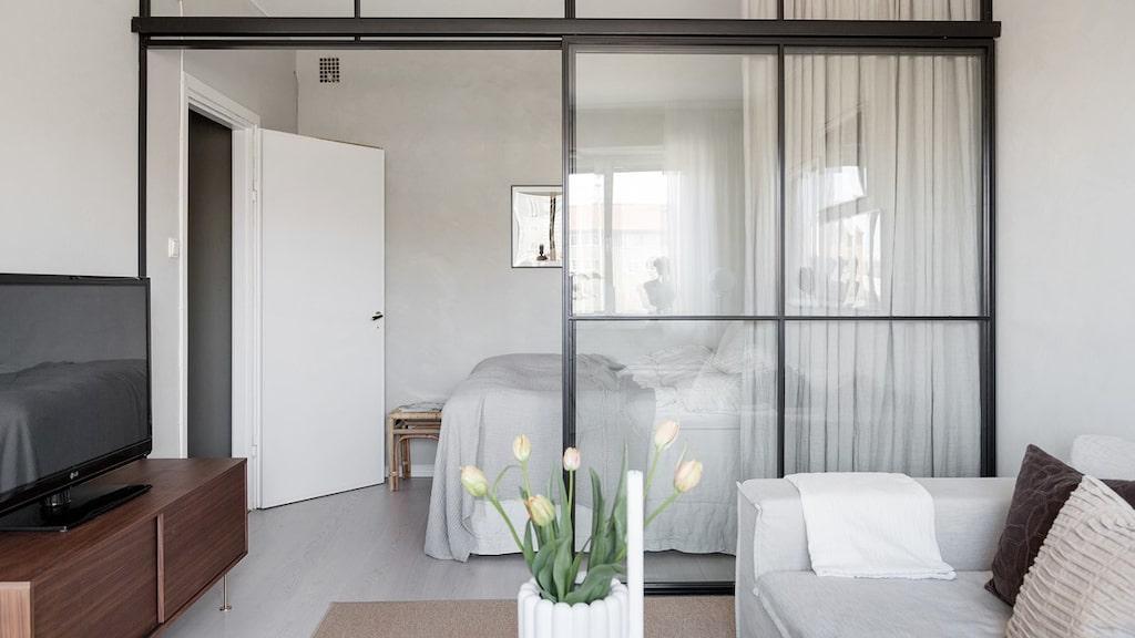 Tack vare glasvägen räknas lägenheten som en 1,5:a.