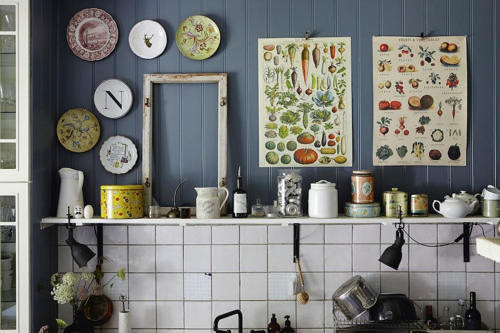 I boken får läsaren följa med hem till Lisa och hennes kök i den gamla prästgården i Falkenberg.