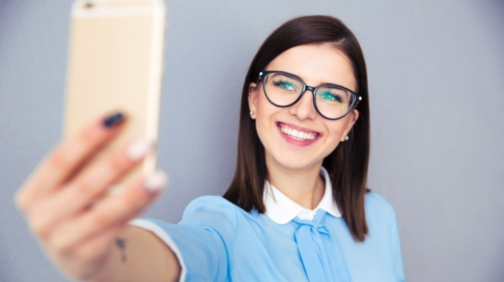 <p>Skriv ner numret om du behöver spärra mobilen, och glöm inte glasögon eller kontaktlinser.</p>