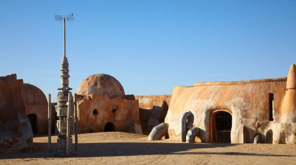 Besök regionen Ong Jmel för att se hur den fiktiva planeten Tatooine såg ut i verkligheten.