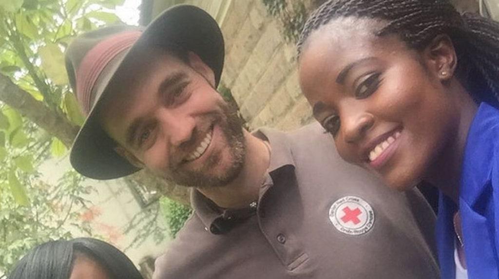 """Han reser i egenskap av """"goodwill-ambassadör"""" för danska Röda korset och har målet att besöka samtliga länder i världen."""