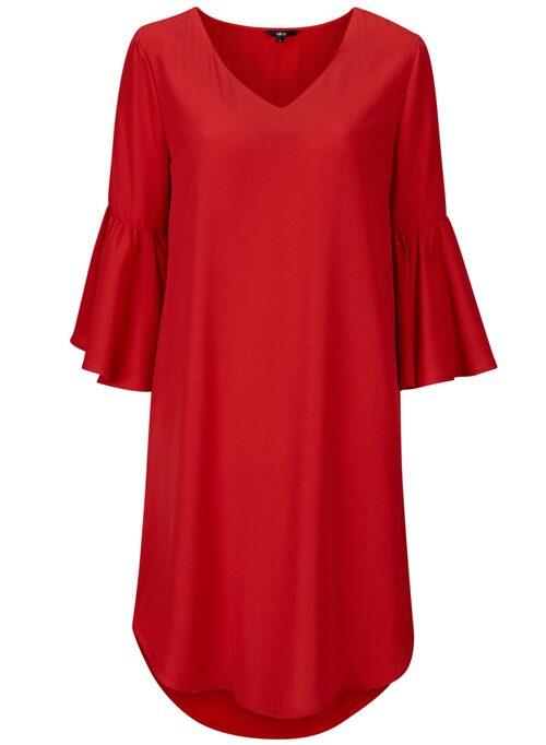 Klänning Sissela i rak modell. Klänningen har 3/4-lång ärm med bred volang, 399 kr, Ellos.