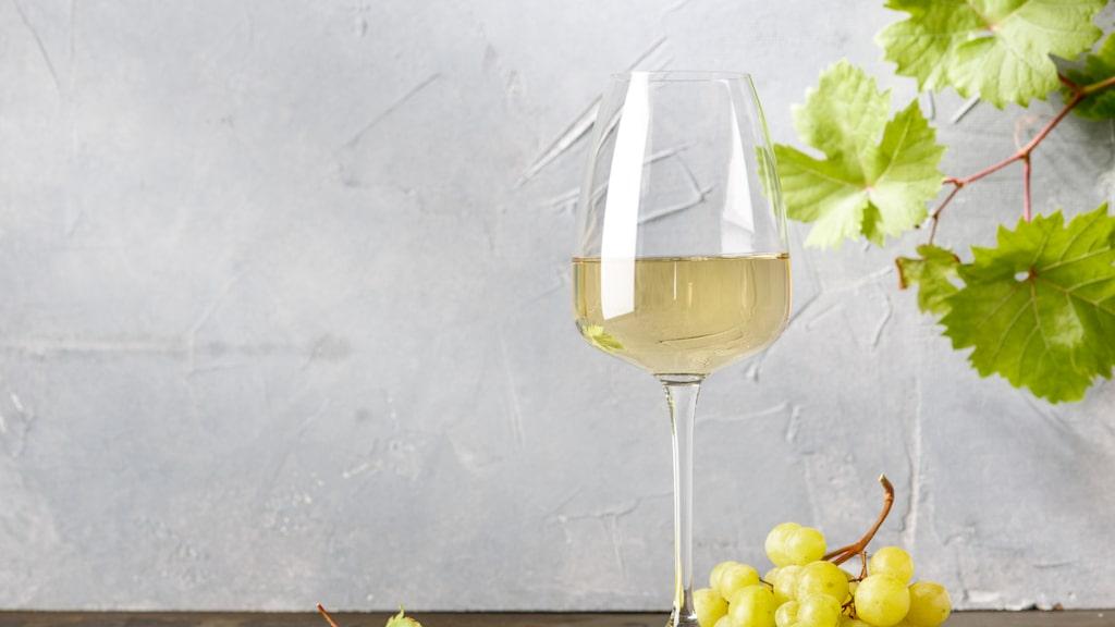 """""""När syret kommer i kontakt med vinet startar oxidationsprocessen och till slut smakar vinet vinäger"""""""