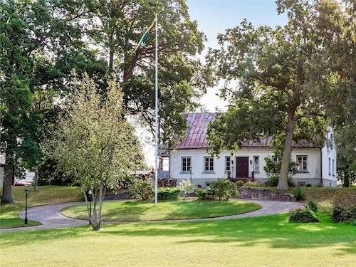Huset i Klinte på Gotland byggdes 1860 och har riktig herrgårdskänsla.