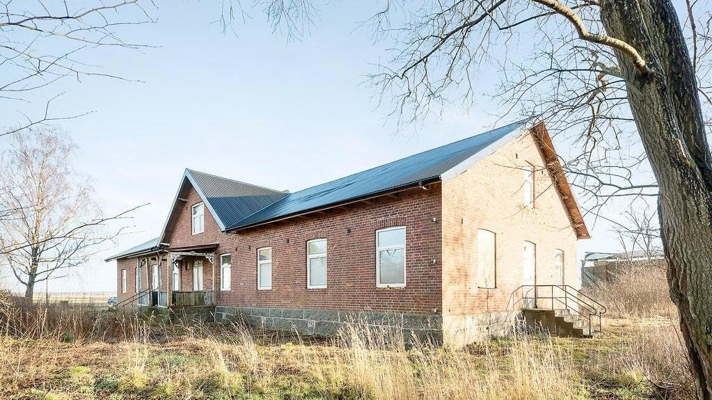 Ålderdomshemmet som stått övergivet i många år är nu till salu.