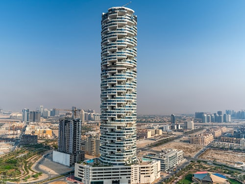Five Jumeirah Village Hotel är Dubais senaste lyxhotell.