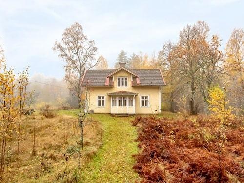 395 000 kronor för det här gula huset i Askersund.