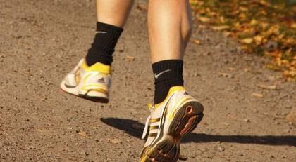 Förebygg hälsporre genom att träna med måtta och satsa på bra skor, gärna med personligt utformade inlägg.