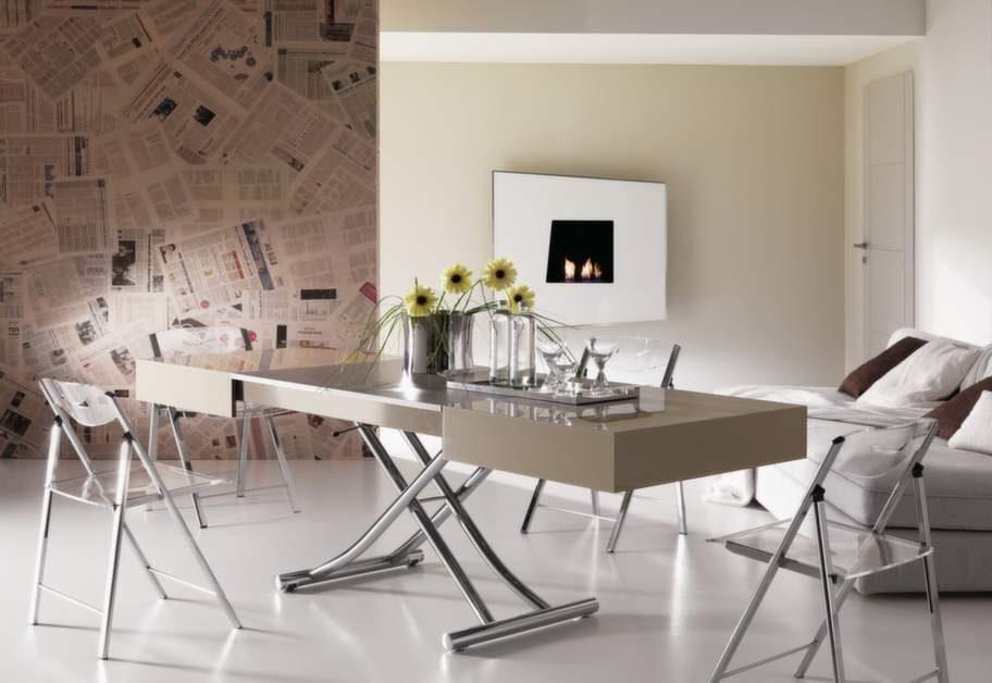 Kvadratsmart soffbord som kan bli ett matbord för upp till 12 personer. Från 24 900 kronor, thecompactlivingstore.com.