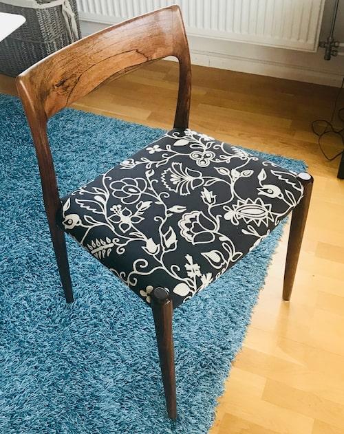 Dansk 1960-talsdesign. Matsalsstol i teak från J.L. Möller Design.