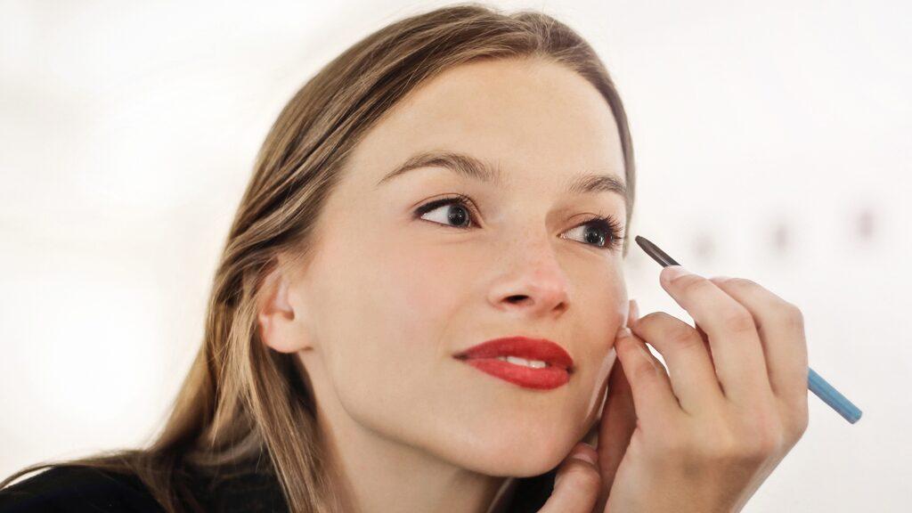 Skönhetsredaktör Elisabet Garcia Dahlbäck har testat eyeliner. Klicka dig fram i bildspelet för bilder och getingbetyg.