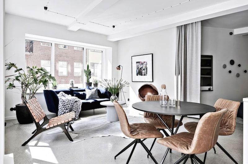 """""""Lägenheten är en fantastisk citylägenhet som är helt nybyggd och känns 5-stjärnig i varenda liten detalj"""", säger mäklaren Ida Almgen."""