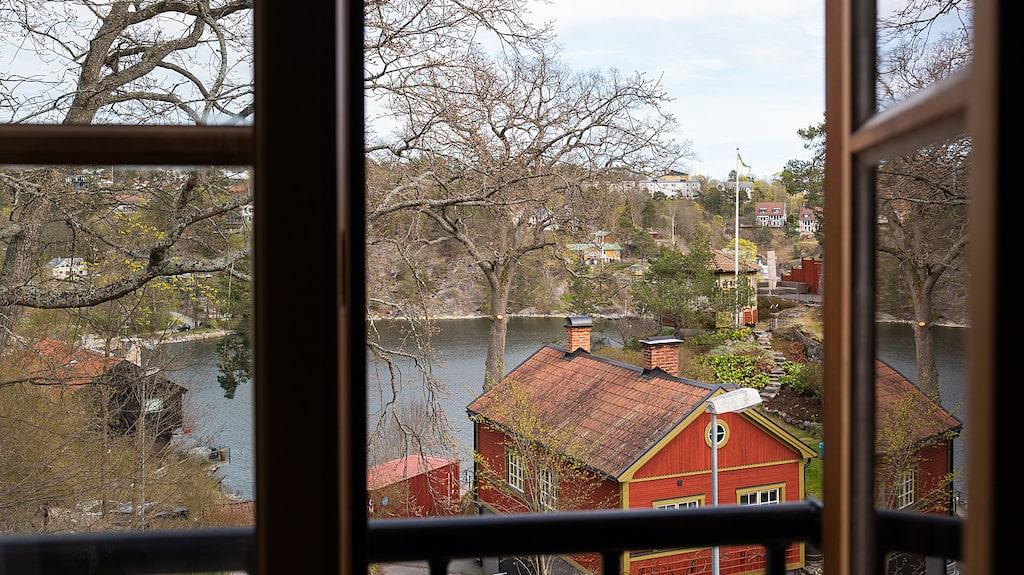 Utsikt mot Skurusundet från villans många fönster.