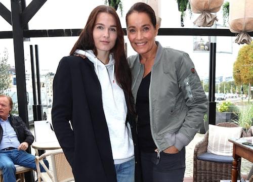 Agneta Sjödin med sin dotter Maja Strömsted.