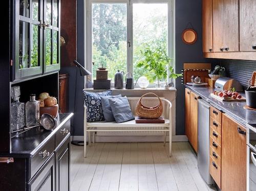 Det behöver inte vara i samma färg, men möblera och välj färger som passar ihop.