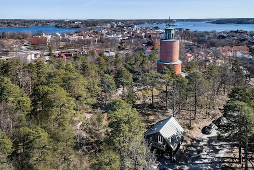 Vattentornet i Vaxholm är till salu för 19 750 000 kronor.
