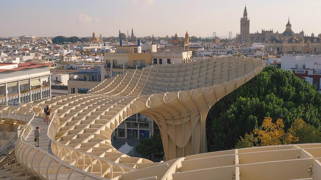 """Jätteskulpturen Las Setas (""""Svamparna"""") har förvandlat det en gång trista torget Plaza de Encarnación till en plats där man får fin utsikt över hela staden."""