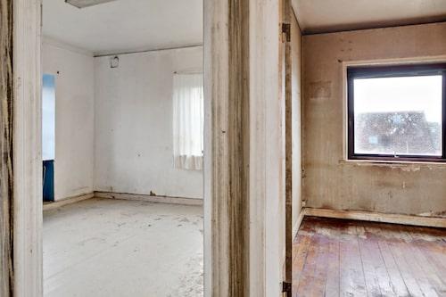 Huset är stort – med en totalyta på 300 kvadratmeter.