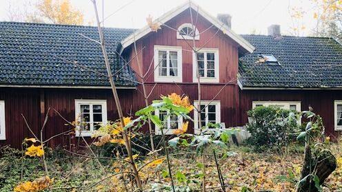 Huset med anor från 1861 är till försäljning för nästan 600 000 kronor.