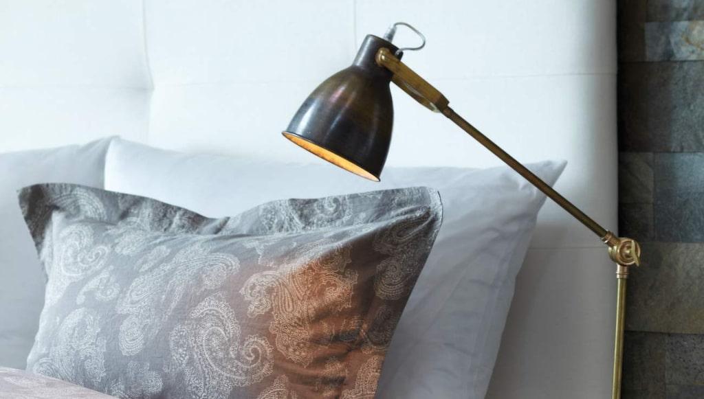 <p>Mjuka textilier. Lyxigt påslakanset av egyptisk bomull i mönstret Paysley classic, 150 × 210 centimeter och örngott, 2 990 kronor. Längst bak, örngott, 70 × 100 centimeter, 690 kronor. Allt från Slettvoll.</p>