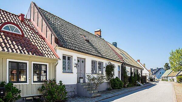 Återuppbyggd kaptensgård i Båstad.
